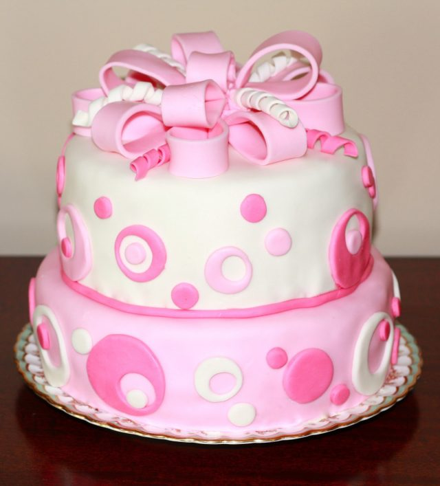 Cute happy birthday cake for girls